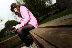 girl_in_pink_on_phone